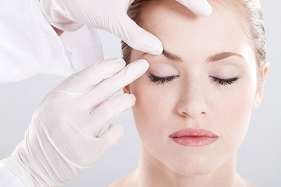 womain-with-doctor-surgery_400px